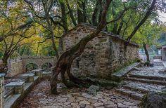 15 πανέμορφοι «άγνωστοι» ναοί που αξίζει να ανακαλύψετε στην Ελλάδα