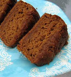 Healthy Pumpkin Bread (no oil) I like this for the idea of using cup orange juice and apple sauce instead of oil. Gotta replace the sugar with agave/honey. Healthy Baking, Healthy Treats, Healthy Desserts, Easy Desserts, Delicious Desserts, Dessert Recipes, Yummy Food, Dessert Bread, Healthy Foods