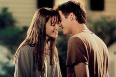 """Jamie Elizabeth Sullivan y Landon Carter- Un paseo para recordar Landon- """"El amor es sufrido y considerado, nunca es dejado. El amor nunca es jactancioso o engreído, nunca es grosero o egoísta, nunca se ofende ni es resentido. El amor no haya placer en los pecados de los demás y se deleita en la verdad. Siempre está dispuesto a excusar, confiar, esperar y soportar todo lo que venga.""""  Eliza- """"Nuestro amor es como el viento, no puedo verlo, pero si sentirlo."""""""