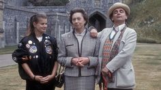 Sylvester McCoy and Sophie Aldred with Queen Elizabeth II lookalike Mary Reynolds in Doctor Who: Silver Nemesis Bbc Doctor Who, Doctor Who Tardis, Sylvester Mccoy, Classic Doctor Who, Hard Workout, Pregnancy Workout, Look Alike, Dr Who, Queen Elizabeth Ii