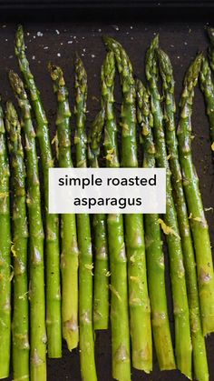 Here's a simple oven roasted asparagus recipe that uses just 5 ingredients: asparagus, olive oil, salt, pepper, and lemon zest. Vegan Asparagus Recipes, Sauteed Asparagus Recipe, Saute Asparagus, Oven Roasted Asparagus, Vegan Recipes, Parmesan Asparagus, Lemon Asparagus, Asparagus Spears, Asparagus On The Stove