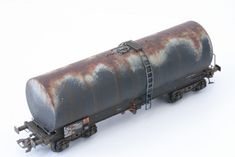 Patine d'un wagon calorifugé REE | SMCF Weather Models, N Scale Layouts, Garden Railroad, Model Cars Kits, French Models, Model Building, Ho Scale, Model Homes, Model Trains