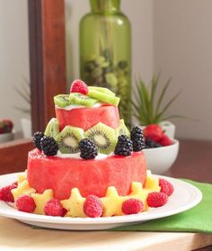 The healthiest cake you'll ever make! Here's a step-by-step tutorial for a DIY watermelon cake. Decorate with your favourite fruit and enjoy! Recipe via Eat Spin Run Repeat // Healthy Birthday Cakes, Fruit Birthday Cake, Healthy Cake, Fresh Fruit Cake, Fruit Tart, Delicious Fruit, Yummy Food, Watermelon Cake, Watermelon Recipes