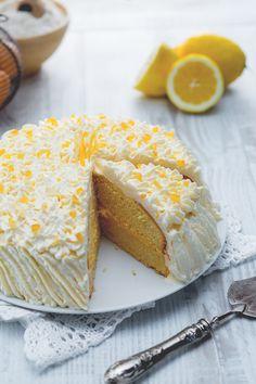 Un classico intramontabile e antico della pasticceria, rivisitato in chiave più fresca! La #torta #paradiso al #limone è una frizzante variante della tradizionale torta, che conquisterà grazie al #frosting in superficie! #ricetta #GialloZafferano