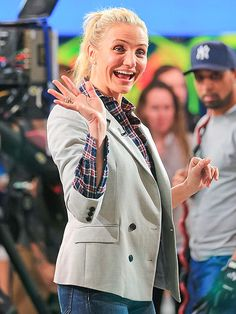 plaid shirt and blazer. Cameron Diaz Hair, Abc Good Morning America, The Body Book, Star Track, January 7, Gisele, Winter Looks, Selena Gomez, Flannel