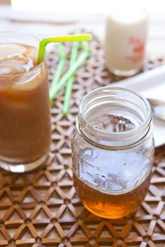 Recipe: Homemade Caramel Syrup for Your Coffee — Recipes from The Kitchn Caramel Coffee Syrup, Carmel Coffee, Starbucks Caramel Syrup, Vanilla Syrup For Coffee, Coffee Creamer, Iced Coffee, Coffee Drinks, Coffee Syrups, Sweets