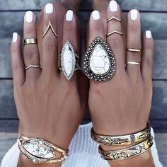 The beautiful Helen from @gypsylovinlight has your honeymoon style covered with #SamanthaWills white howlite goodness!