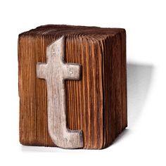 """Czcionka """"t""""     Ozdobna czcionka  blok drewniany - drewno sosnowe - bejcowane ciemny orzech  litera - drewno lipowe - kolor patynowanego srebra    rozmiar 10x13x10 cm"""