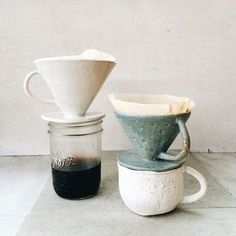 I can't get over how cute these coffee drippers are! ☕️Thanks, Pottery design, ceramic art, kitchenware Ceramics Projects, Clay Projects, Ceramics Ideas, Pottery Mugs, Ceramic Pottery, Pottery Cafe, Slab Pottery, Ceramic Cups, Ceramic Art