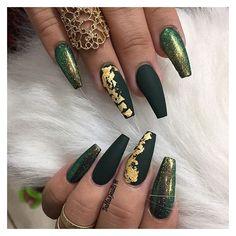 Fantastic Green Nail Art Designs Ideas Designer nails can really make you look fashionable and chic. Nail art is one way to make your nails look […] Matte Green Nails, Green Nail Art, Matte Nails, Gel Nails, Nail Nail, Matte Gold, Manicures, Nail Polish, Best Acrylic Nails