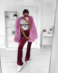 """10.2 k likerklikk, 90 kommentarer – Alicia Roddy (@lissyroddyy) på Instagram: """"Pink & red my go-to combo tee and velvet trousers are @misspap use code LISSY10"""""""