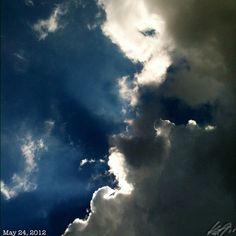 晴れたはイイけど蒸し暑いhumid blue #sky #cloud #philippines #フィリピン #青空 #雲