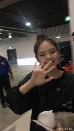 Kim Jennie, Blackpink Members, Kim Jisoo, Blackpink Video, Blackpink And Bts, Black Pink Kpop, New Shape, Blackpink Photos, Blackpink Fashion