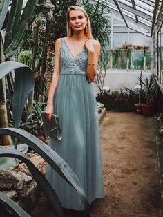 A-line V-neck Appliques Backless Long Chiffon Bridesmaid Dresses, BD0636#bridesmaids #bridesmaiddress #bridesmaiddresses #dressesformaidofhonor #weddingparty #2020bridesmaiddresses