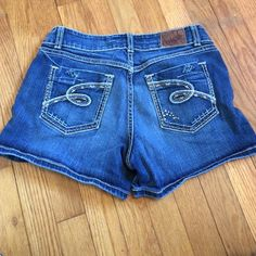 BKE shorts BKE Jean shorts size 31 in good condition. Stretch material. Culture style. Comes from smoke free and pet free home. BKE Shorts Jean Shorts