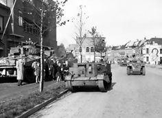 Units of the Canadian 4th Armoured Division in Bergen op Zoom, the Netherlands, 29 Oct 1944. (Library and Archives Canada)