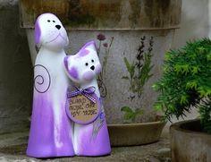Pejsek s kočičkou z keramiky, vhodný dárek partnerům ke svatbě či k partnerských výročí a podobně.