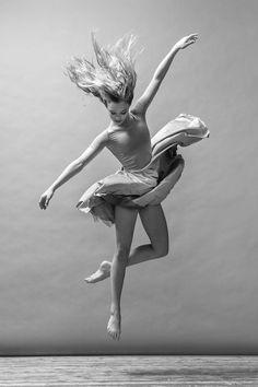 Dance love art Dance Photography Poses, Figure Photography, Dance Poses, Art Poses, Drawing Poses, Contemporary Dance Photography, Human Photography, Human Poses Reference, Pose Reference Photo