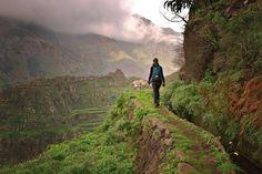 Diese Levada-Wanderung bietet einen traumhaften Ausblick auf Madeiras Berge. Wir sind in luftiger Höhe unterwegs von Boa Morte bis zum Espigão-Tunnel.