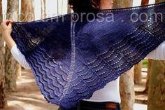 Blog Tricô em Prosa - Tradução para o português do Xale Holden de Mindy Wilkes, tricotado em formato triangular e cheio de ondas no barrado