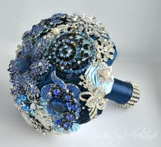 Royal blue Wedding brooch bouquet/ bridal bouquet/ navy blue, light blue bouquet/ royal blue rhinestone/ broach bouquet/ jewelry bridal/ Wedding brooch bouquet brooches made with silver stones Royal blue crystals. Is ideal for bride together. Please convo post production color palette. See photo