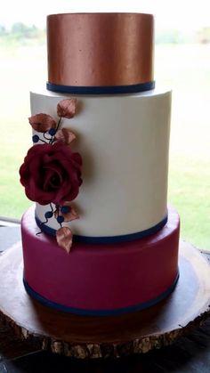 Watercolor Wedding Cake, Wedding Cake Roses, Wedding Cake Flavors, Wedding Cake Toppers, Wedding Cakes, Gold And Burgundy Wedding, Gold Birthday Cake, 16th Birthday, Girl Birthday