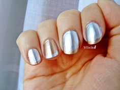 Diseño de uñas metálico. Metallic nail design.