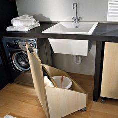 Ideia/inspiração para a lavanderia. 1: Rodízios! Coloquei rodízio no que eu podia aq em casa, banheiro, racks das salas - facilita demais a limpeza e, não seria diferente na lavanderia. 2: esse móvel escondendo o tanque é genial! #instadecoracion #instadecoration #lavanderia #areadeservico #inspiração #instainspiration #decor #instadecor