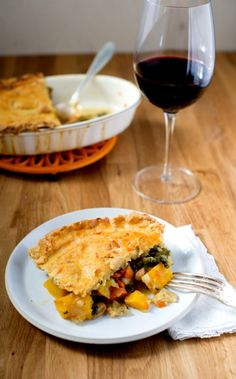 33 Vegetarian Thanksgiving Recipes Made With Real Food (Not Tofurkey) Save this healthy Thanksgiving recipe to make Vegetarian Pot Pie. Healthy Thanksgiving Recipes, Vegetarian Thanksgiving, Vegetarian Main Dishes, Holiday Recipes, Vegetarian Recipes, Holiday Meals, Tofurkey Thanksgiving, Vegetarian Brunch, Vegetarian Options
