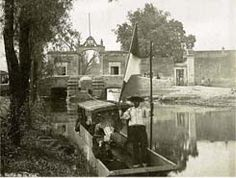 Canal de La Viga, Photograph from William Henry Jackson--note the gentleman sitting in the lower left of the boat Henry Jackson, Mexico City, Cancun, View Image, The Neighbourhood, Cool Photos, Street View, Urban, Painting