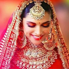 Today Jewellery is the most important element of a Bridal Makeover. With Bollywood Celebs adorning those luxurious pieces either in movies like Padmavat and Kalank, seriously the Bridal Jewellery Shopping is one of the major task in the checklist. Indian Bridal Outfits, Indian Bridal Fashion, Indian Bridal Makeup, Bridal Dresses, Indian Dresses, Bridal Makeup Looks, Bridal Looks, Bridal Style, Bridal Makup