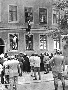 77 year old Frieda Schulze escapes from East Germany to the West out of her window on the floor of a Berlin border building, Sept. Neighbours try to pull her down, East German police attempt to pull her back in East Germany, Berlin Germany, European History, World History, Historical Sites, Historical Photos, Berlin Hauptstadt, German Police, Berlin Wall