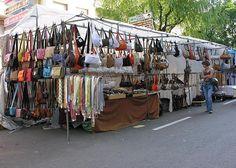Que nos gusta ir de compras por Barcelona no es ningún secreto… pero no sólo hablamos de ir de compras por las glamourosas tiendas del Passeig de Gràcia o por las tiendecitas de barrio, no… ¡algunos también son fanáticos de comprar cosas de segunda mano! ¡Y no es de extrañar, porque en ciertos mercadillos de […]