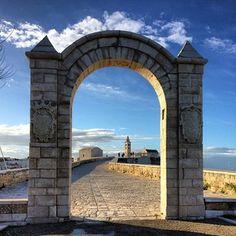 @bennnyou La #porta dei #sogni #trani, #basilica, #vsco, #mare, #barlettcsibell, #sun, #catchthemoment, #sogni, #byme, #weekendlecce, #porto, #puglia, #porta, #solocosebelle, #weekendbari, #curch, #view,