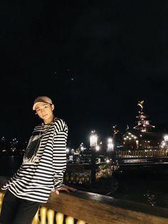 a stranger saw jisung's post and decided to dm him # Fiksi Penggemar # amreading # books # wattpad Lee Min Ho, Lee Know, Kpop Boy, Boyfriend Material, Pop Group, Mixtape, Baby Pictures, Bad Boys, Beautiful Men