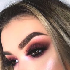 Cranberry-Eye-Make-up-Look-min - Maquillage - maquillage naturelle - maqu Glam Makeup, Beauty Makeup, Hair Makeup, Hair Beauty, Beauty Dupes, Makeup Glowy, Teen Makeup, Bright Makeup, Glowy Skin