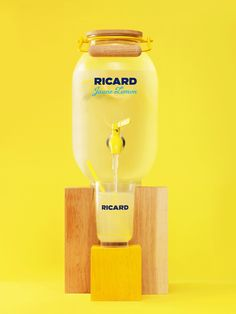 Halfway between the French mauresque and the lemonade, the Jaune Lemon brings a touch of fantasy to the aperitif. Motion Design, Lemon Art, How To Squeeze Lemons, Inspirational Videos, Stop Motion, Art Direction, Animation, Packaging Design, Branding
