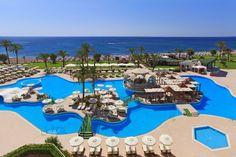 Griechenland Rhodos Kalithea Lage: Rhodos Palladium liegt direkt am Strand . Pool Bar, Rhodes Hotel, Family Days Out, Hotels, Destin Beach, Welcome Decor, Pebble Beach, Travel Planner, The Beach