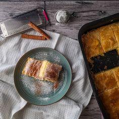 ΦΑΝΟΥΡΟΠΙΤΑ   Pastry...tsio Cornbread, Camembert Cheese, Ethnic Recipes, Desserts, Food, Millet Bread, Tailgate Desserts, Deserts, Essen