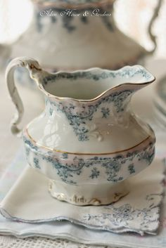 Beautiful hey goes with that sugar bowl I just pinned!  lol