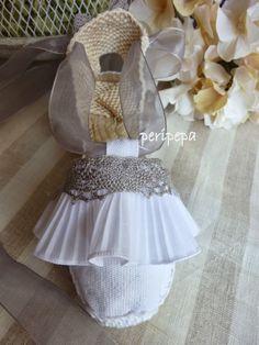 peripepa Pamplona: ALPARGATAS DE CEREMONIA. Pamplona, Spanish Espadrilles, Bride Shoes, Naturally Beautiful, First Communion, Shoe Brands, Summer Shoes, Diy And Crafts, Shoe Boots