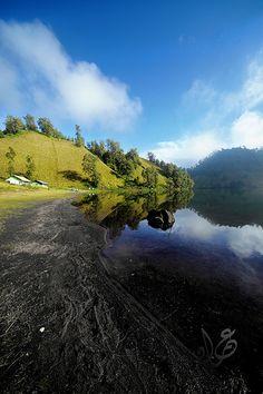 Ranu Kumbulo, en route to Mount Semeru. Bromo Tengger Semeru National Park, East Java, Indonesia
