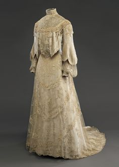 Wedding dress, 1904  From the Musée McCord Museum on Pinterest