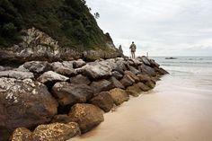 Apontamentos fotográficos em La Franca - Ribadedeva - Espanha, praia junto a montanhas, lugar com belas paisagens, amplo areal, hotel e parque de campismo