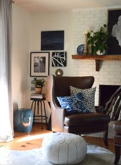 Greenery, indigo blue, brown leather, textured baskets, and b&w ---- YES PLEASE!! Love this room by @nesters
