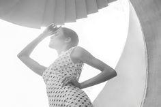 Prezentujemy sesję Shadow z przepięknymi kreacjami polskiej projektantki Ani Krzyżanowskiej.  Inspiracją do sesji były geometryczne kształty przełamane delikatnością materiału, koronki, jedwabiu.     Zdjęcia Mateusz J. Kostoń Modelka Paulina Trędewicz