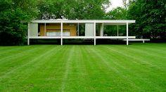Mies van der Rohe - Farnsworth House - Plano, Illinois, U. Ludwig Mies Van Der Rohe, Farnsworth House, Walter Gropius, Architecture Images, Amazing Architecture, Villa, Mid Century House, Glass House, Illinois