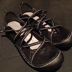 J-41 Shoes Great light & airy shoes size 9M J-41 Shoes Sandals