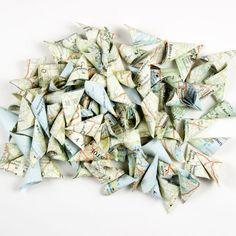 GUIRLANDE lumineuse de FLEURS en papier   TUTORIEL Decoration, Gift Wrapping, Diy, Gifts, Paper Flower Garlands, Pulp Paper, Light Garland, Noel, Projects
