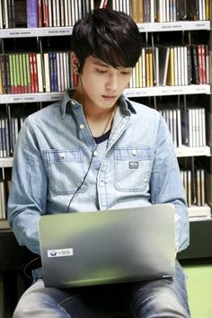 Yong Hwa in his new drama.